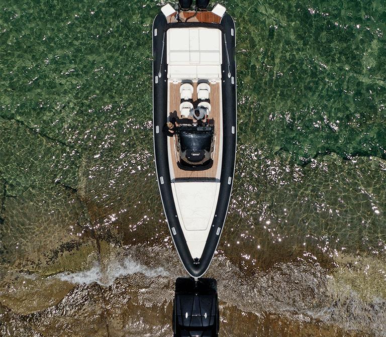 Photo d'une remorque avec un bateau