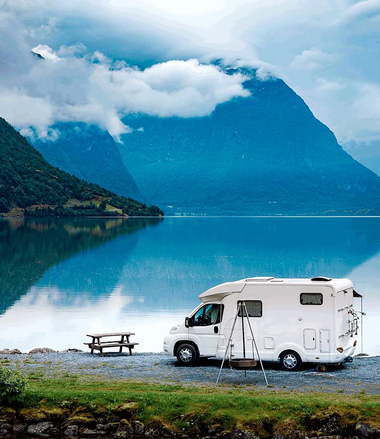 Une auto-caravane équipée d'un traceur GPS pour camping-car